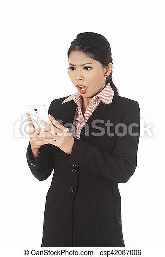 cellphone, kobieta handlowa, patrząc, asian, niespodzianka - csp42087006