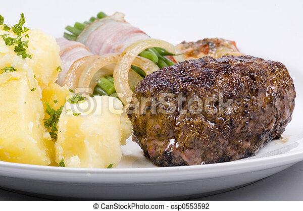 Cena de carne - csp0553592