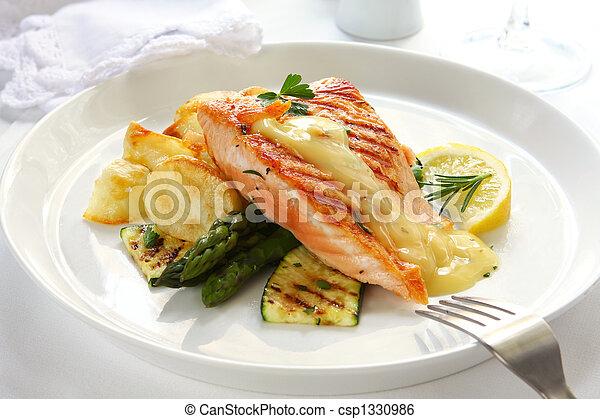 Cena de salmón - csp1330986