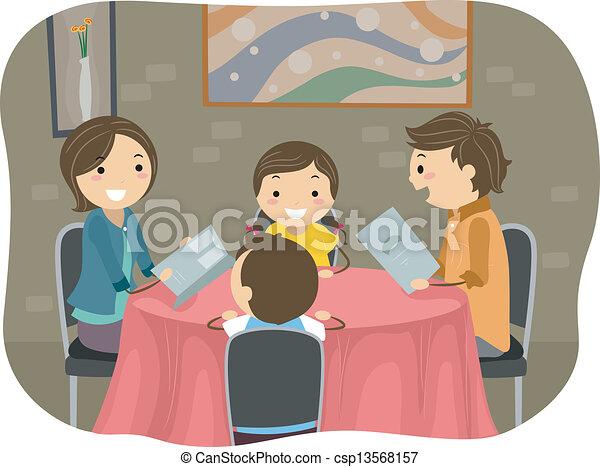 La familia cena en un restaurante - csp13568157