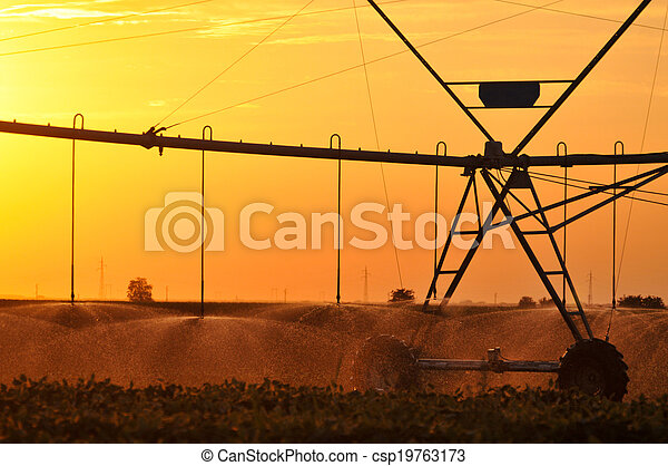 Center pivot irrigation system - csp19763173