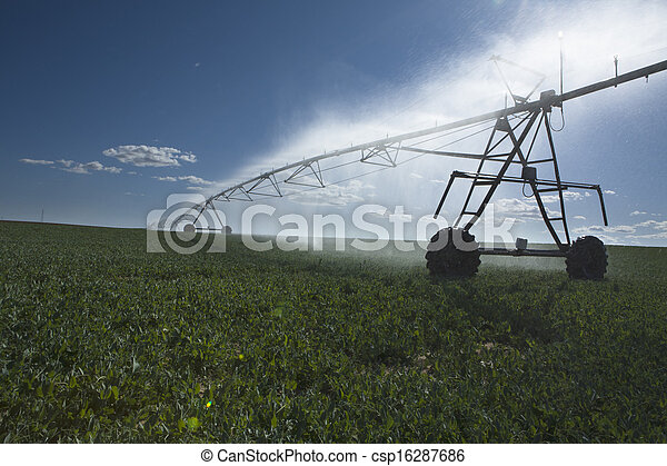 Center pivot irrigation system - csp16287686