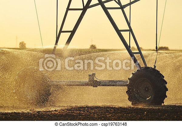 Center pivot irrigation system - csp19763148