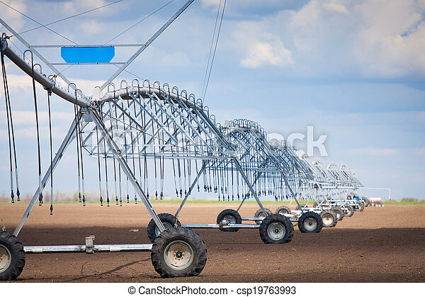Center pivot irrigation system - csp19763993