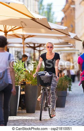 center., ville, femme, équitation bicyclette - csp21810051