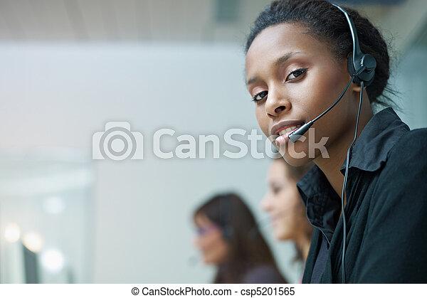centro chiamata, donne lavorare - csp5201565