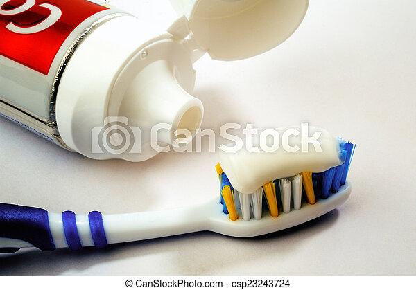 cepillo de dientes, entero, tubo, pasta dentífrica - csp23243724