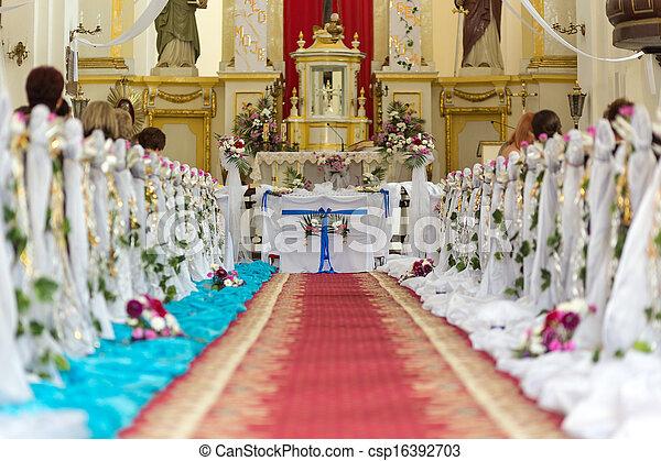 La iglesia está lista para la ceremonia de la boda - csp16392703