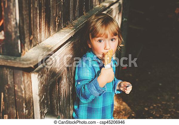 chłopiec, stary, rok, lód, 3, blond, outdoors, jedzenie, godny podziwu, śmietanka - csp45206946