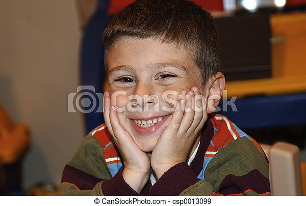 chłopiec, uśmiechanie się - csp0013099
