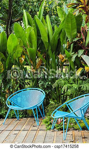 chaise bleue, jardin - csp17415258