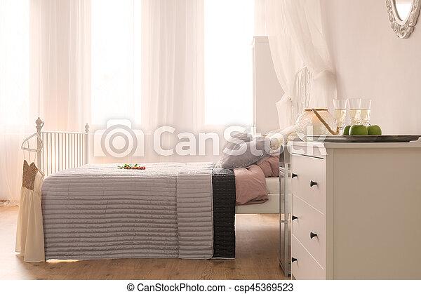 lit sous la fenetre radiateur sous fenetre radiateurs mettre et installer devant les fen tres c. Black Bedroom Furniture Sets. Home Design Ideas