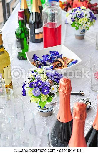 3b9a14beb90a Champagne, utomhus, godis, blomningen, buffé, bröllop, vin. Utomhus ...