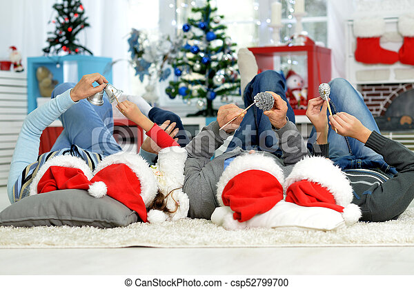 chapeaux, famille, santa, heureux - csp52799700