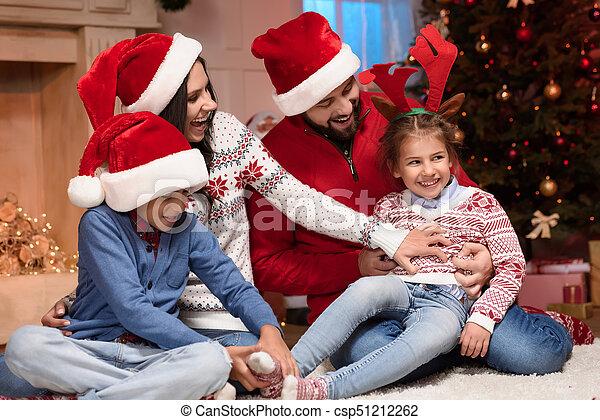 chapeaux, famille, santa, heureux - csp51212262