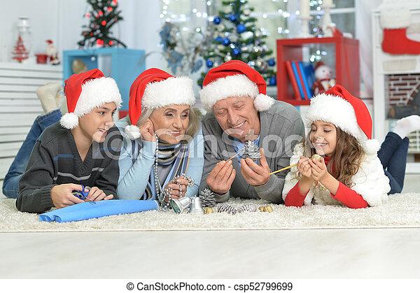 chapeaux, famille, santa, heureux - csp52799699