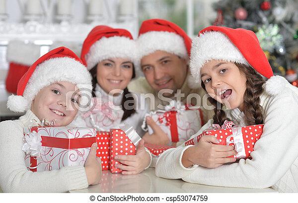 chapeaux, famille, santa - csp53074759