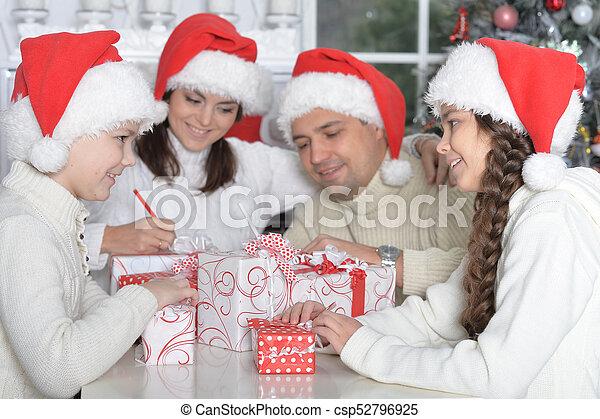 chapeaux, famille, santa - csp52796925