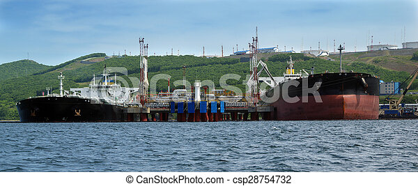 chargement, oil-carrier, port - csp28754732