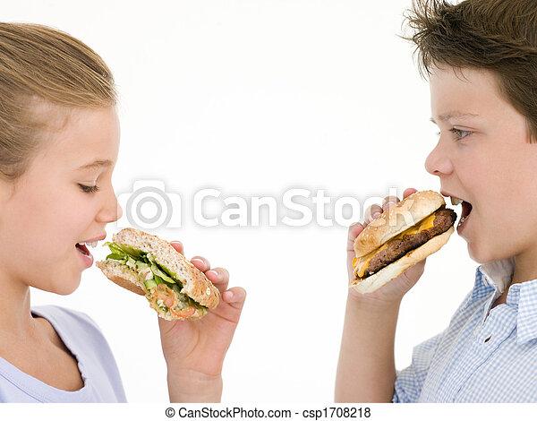 cheeseburger, irmã, sanduíche, comer, irmão - csp1708218