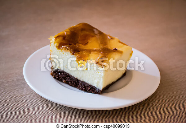 Cheesecake on a plate - csp40099013