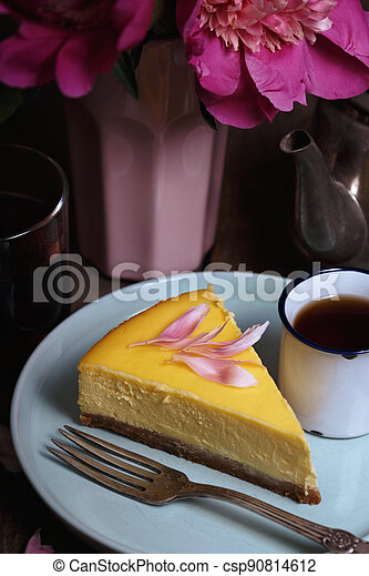 cheesecake on a plate - csp90814612