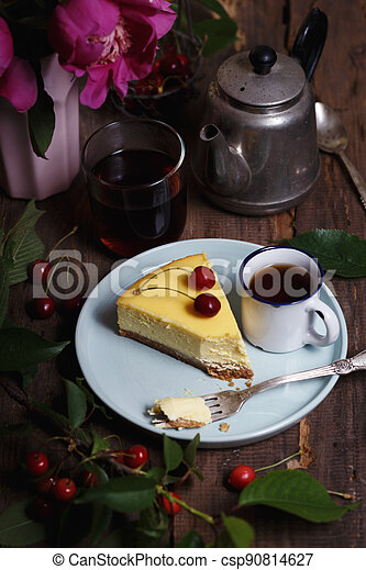 cheesecake on a plate - csp90814627