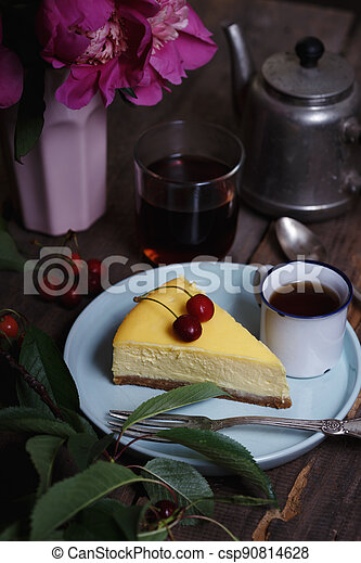 cheesecake on a plate - csp90814628