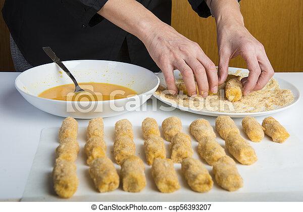 chef cuistot, croquettes, préparer, cuisine - csp56393207