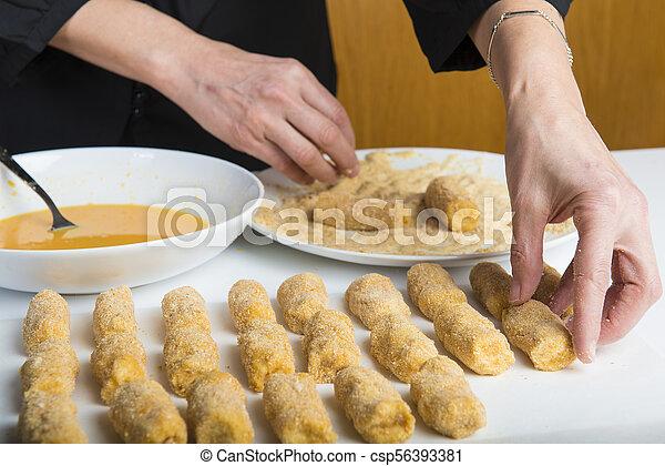 chef cuistot, croquettes, préparer, cuisine - csp56393381