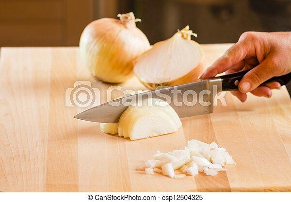 chef cuistot, oignons, découpage, tranchoir - csp12504325