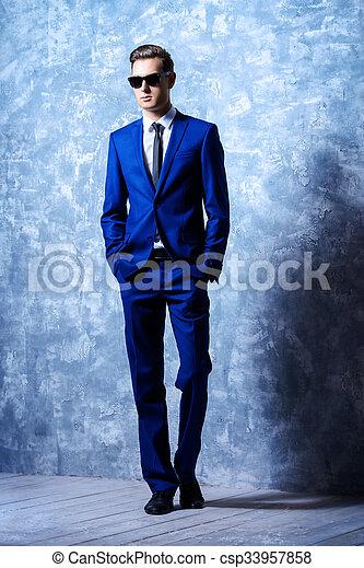 cheio, na moda, jovem, comprimento, retrato, bonito, homem - csp33957858