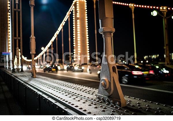Chelsea bridge pillar - csp32089719