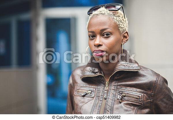 Cheveux court peau noir