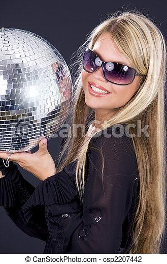 Chica de fiesta con baile disco - csp2207442