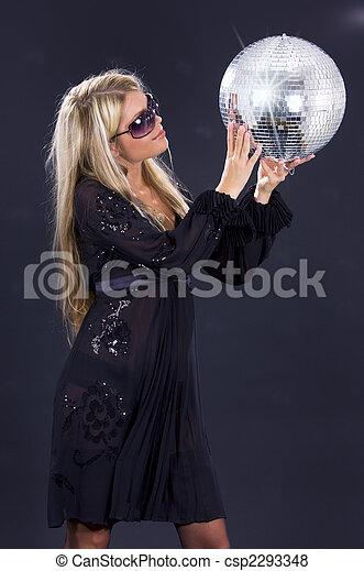 Chica de fiesta con baile disco - csp2293348