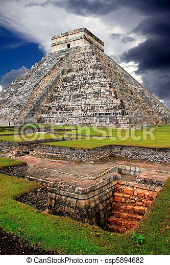 Chichen Itza Kukulcan Mayan Pyramid El Castillo - csp5894682