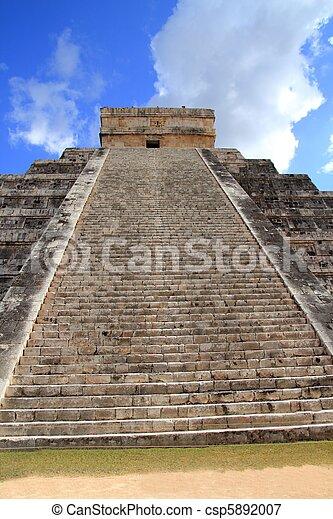 Chichen Itza Mayan Kukulcan pyramid in Mexico - csp5892007