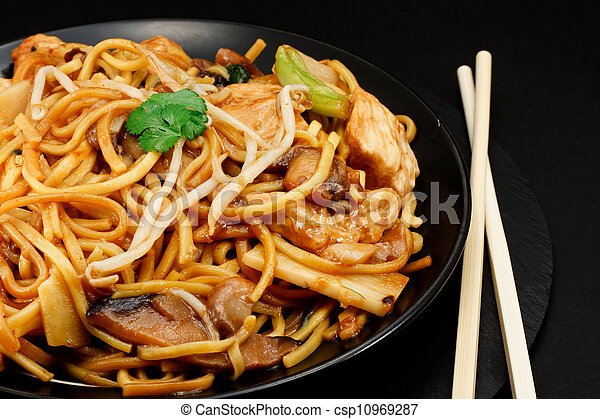 chicken chow mein - csp10969287
