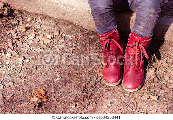 child with red shoes sitting - csp34353441