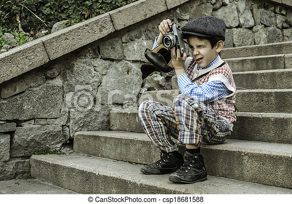 Child with vintage camera - csp18681588