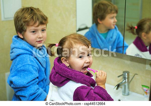 Children brush their teeth mor...
