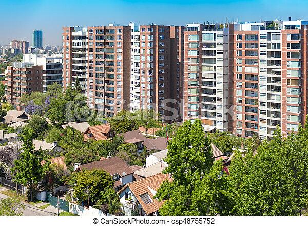 Vista al barrio rico de Santiago, Chile - csp48755752