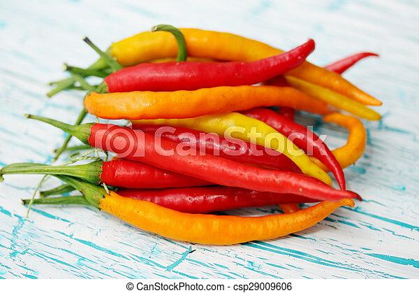 Chili Bilder trä liten bord pepprar chili bukett stockfotografi sök bilder