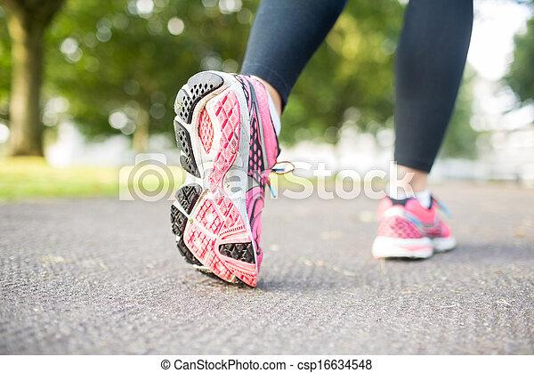 chiudere, immagine, scarpe tennis, su, rosa - csp16634548