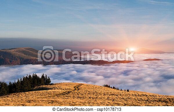 chmury, barwny, autumn krajobraz, pod, góry., wschód słońca - csp10178713