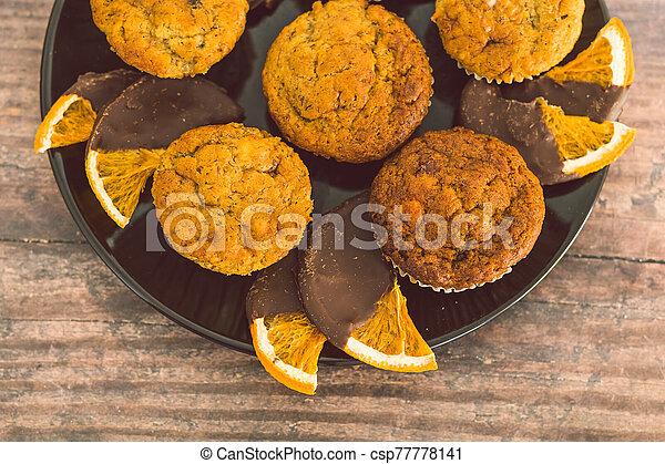 chocolat, sombre, orange, vegan, muffins, tranches, banane, couvert - csp77778141