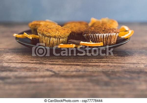 chocolat, sombre, orange, vegan, muffins, tranches, banane, couvert - csp77778444