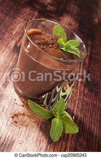 Pudín de chocolate. - csp20965243