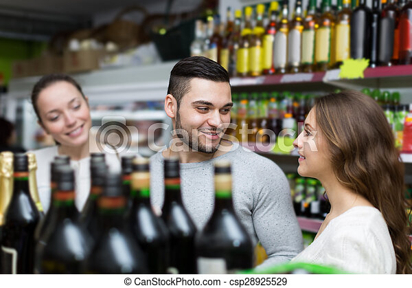 choisir, bouteille alcool, shoppers, magasin, vin - csp28925529